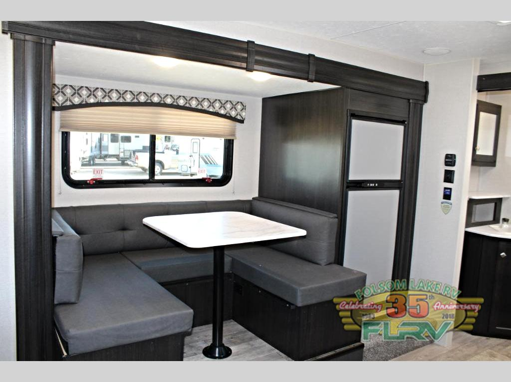 VENTURE RV SONIC living room